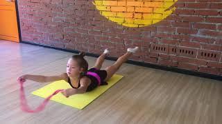 Упражнения со скакалкой лежа