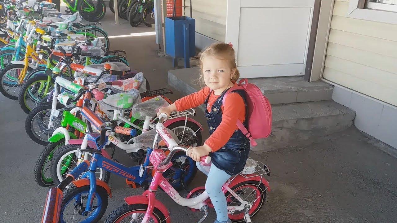 29 май 2015. Рост ребёнка, см: размер колёс велосипеда, дюймы: 80–100 — 12;. Ездит на велосипеде, ему следует купить шлем, налокотники,