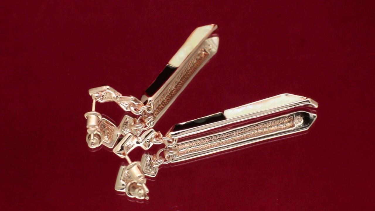 Серебряные серьги sokolov – утонченные украшения, в которых воплотились самые необычные задумки дизайнеров. Выберите пару, которая сделает вас особенной.