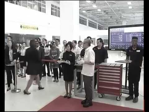 PM Modi visits Institute of Technical Education in Singapore
