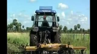 Тракторы Foton Lovol (Китай) модели 454, 254, 904, 1254. Работа в поле(Компания EurAsia Global Equipment (EGE) продаёт новые китайские тракторы мощностью двигателя от 14.7 до 136 кВт и эксплуатац..., 2016-07-26T10:19:13.000Z)