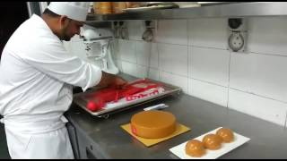 Video Chef ali caramel chocolate cake final touch download MP3, 3GP, MP4, WEBM, AVI, FLV November 2017