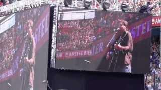 Paul de Munnik zingt