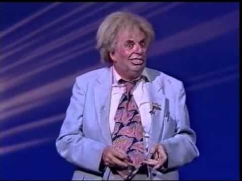 Live & Rampant! Les Patterson has a Stand Up