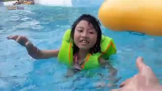 Bé Tập Bơi Trên Sông Lười - Silent sea và Blue sea Tập Bơi Trên Sông Lười ở Công Viên Biển