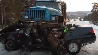 Смертельное дтп в Башкирии 17.01.2021 столкнулись Daewoo Nexia и лесовоз Урал. Погибли двое человек.