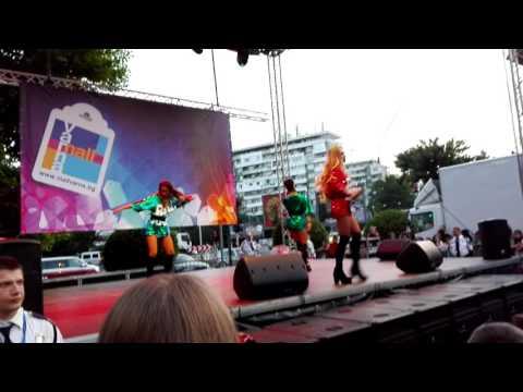 ЛОРА КАРАДЖОВА Feat Кристо  Оставам тук  Concert Mall Varna 8 години