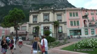 Kleine Stärkung im schönen Städtchen Riva del Garda - Abenteuer Alpin 2011 (Folge 11.6)