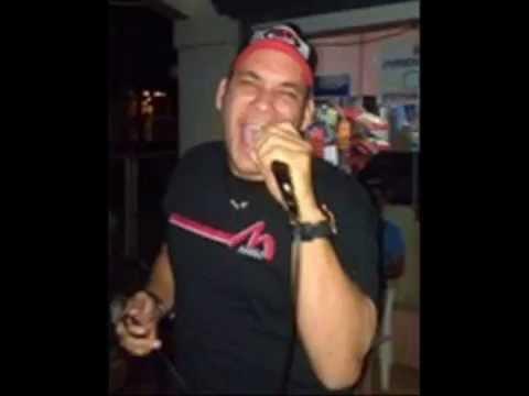 Manso Karaoke cantando Ojos Azules en PLAZA LA SABANA