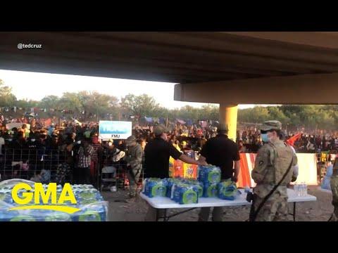 10,000 migrants held under bridge in Texas l GMA