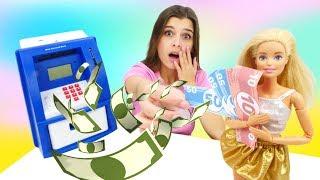 Игры для девочек с куклами —Аукуклы Барби украли одежду иботинок! —Шоу ToyClub