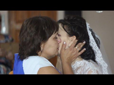Мама и дочка. Очень трогательные моменты на свадьбе.