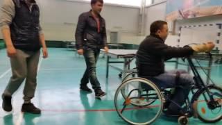 Шейник тестирует хэндбайк инвалидная коляска с велоприставкой Искра