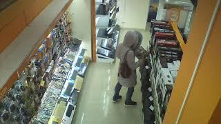 Камеры наблюдения сняли, как сахалинец-трансвестит обворовывал магазины - 2