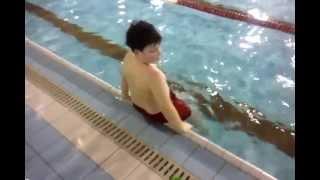 Como ponerse el gorro de la piscina
