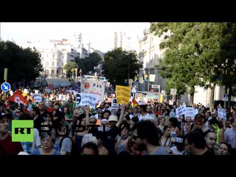 Spain: Thousands challenge new 'gag law' on streets of Madrid