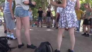 Путешествие Барселона Tap dance Чечётка(Видео из путешествия по Испании. В одином из парков Барселоны. Школа танца Лила: http://dance.cn.ua/ Контактный телеф..., 2012-11-10T15:19:02.000Z)