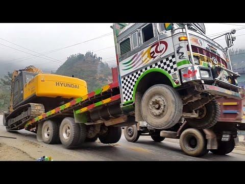 डोजर काण्ड । Dozer Kanda गाडीबाट स्काईभेक्टर कसरी झार्छ हेर्नुहोस् | excavator unload from truck