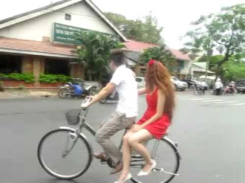 Ly Hai Minh Ha dap xe dap.MOV