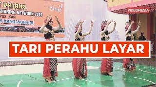 Tari Perahu Layar : oleh siswi-siswi SMK Hasanudin Kandanghaur Indramayu