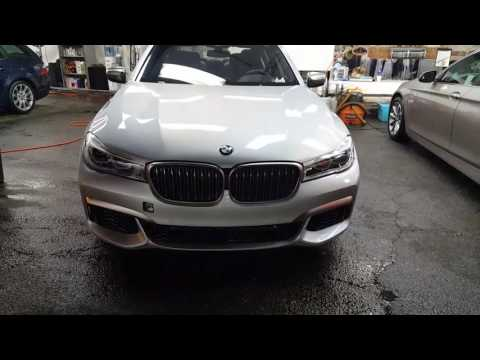 BMW V12 M760i revving economic to sport mode