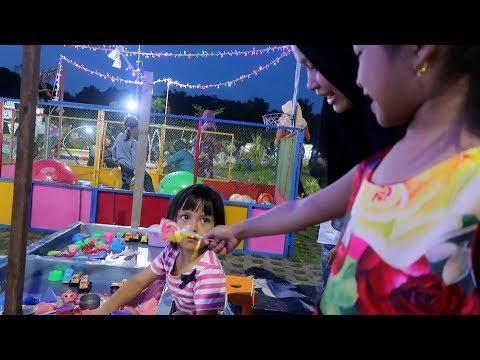 Hari Anak Nasional Hana Bagi Bagi Permen Lolipop Rainbow Ke Anak Anak Di Taman Bermain