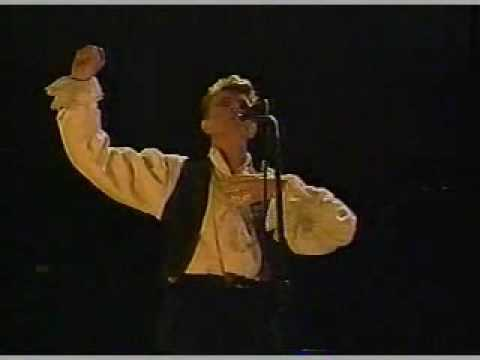 DAVID BOWIE LIVE IN CHILE 1990 - ASHES TO...