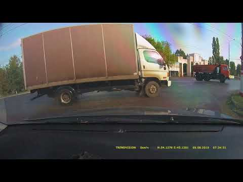 Камаз на мокрой дороге ВДНХ  Саранск.