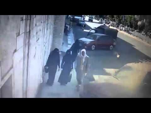 فيديو: شاهد سرقة سيارة من أمام شركة صرافة بالعاصمة صنعاء