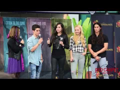 #DescendantsFanEvent Sofia Carson, Dove Cameron, Booboo Stewart, Cameron Boyce #Disney #Descendants