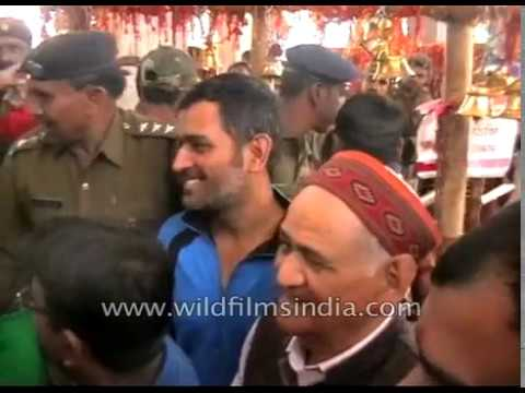 Mahendra Singh Dhoni visits Deori temple in Ranchi