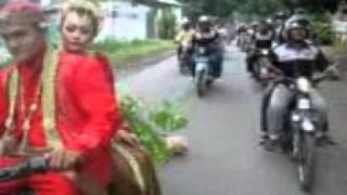 Video Arak-Arakan Club C70 PERNIKAHAN Iwan Santi download MP3, 3GP, MP4, WEBM, AVI, FLV Oktober 2018