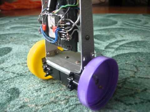 Робот балансирующий своими руками
