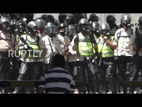 Venezuela: Tear gas and smoke fill Caracas as anti-government protests continue