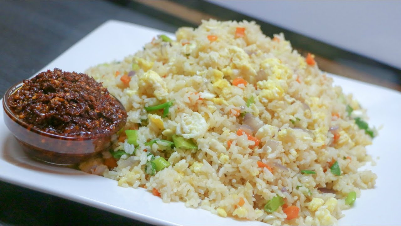 Quick bachelors recipe egg fried rice with red chilli garlic sauce quick bachelors recipe egg fried rice with red chilli garlic sauce mia kitchen ccuart Choice Image