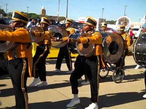 GRAMBLING BAND FIGHT SONG  ON LA TECH 2010
