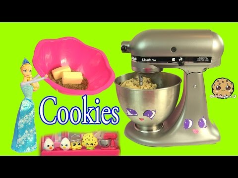 Thumbnail: Queen Elsa from Disney Frozen Makes Homemade Chocolate Chip Cookies - Cookieswirlc Video