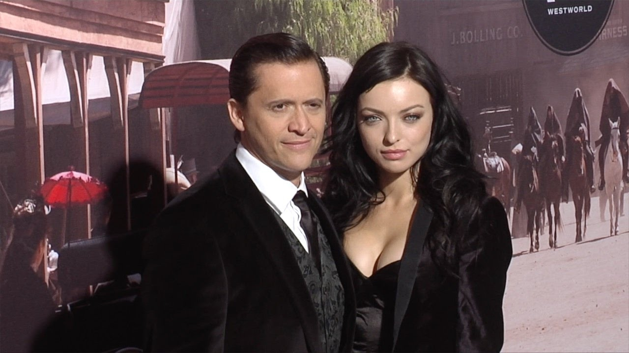 Happily married husband and wife: Clifton Collins Jr. and Francesca Eastwood