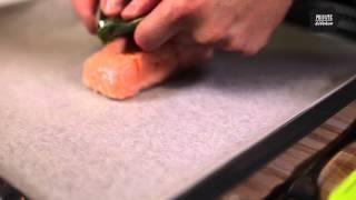 Филе лосося с корочкой из лимонного песто