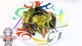 海の幸のナストリ(イカ墨・ほうれん草・トマト・黄色生地の4色生地)Seafood nastri(squid ink, spinach, tomato, golden dough)Raphael