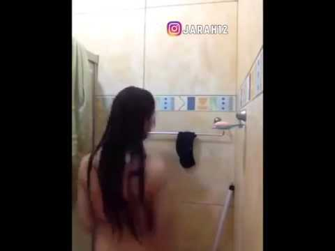Famous Bollywood Actress taking bath thumbnail