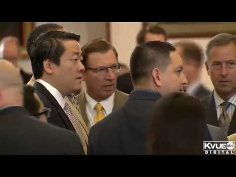 Scuffle on floor of Texas House
