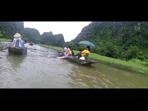 tam-coc-river,-(nin-binh)-vietnam.-enter-the-dark-cave!!!