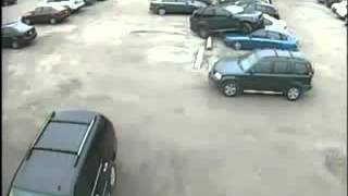 Видеонаблюдение на автостоянке и на парковке(Системы безопасности - http://haleon.ru Система видеонаблюдения на парковке - автостоянке (наезд на машину), 2014-01-28T06:51:25.000Z)