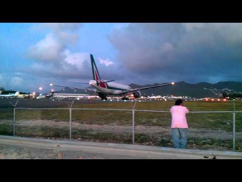 Alitalia 777-200!!! Departs St Maarten