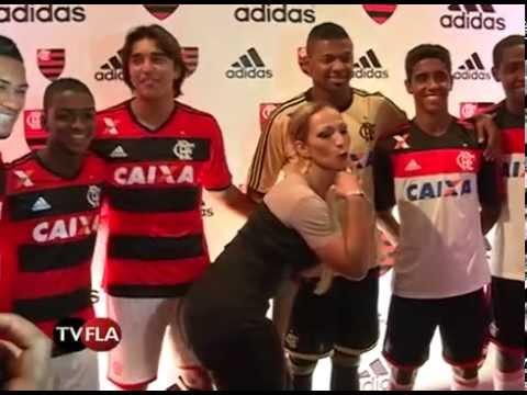 215e1a0fd4ae8 Flamengo e Adidas lançam novo uniforme rubro-negro - YouTube