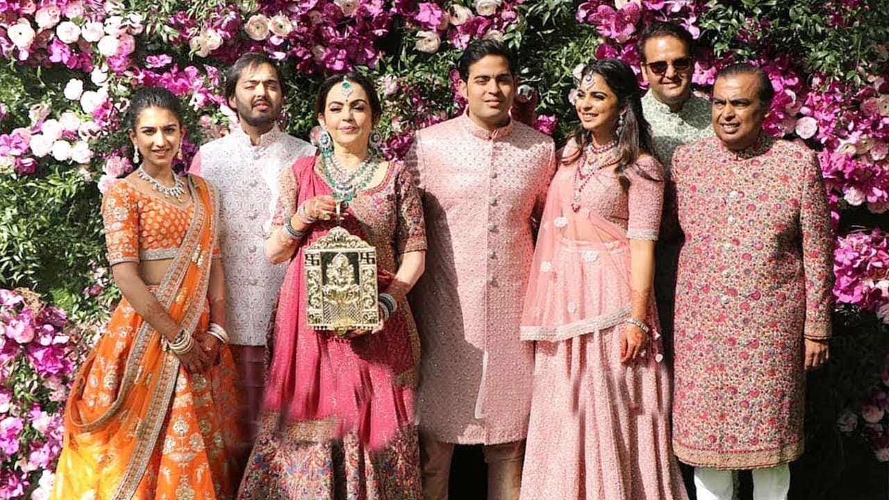 Watch: The Ambani Family Enters In A Grand Style At Akash Ambani's ...