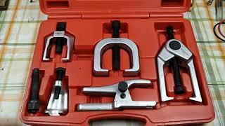 Супер-набор съемников для ремонта ходовой автомобиля.
