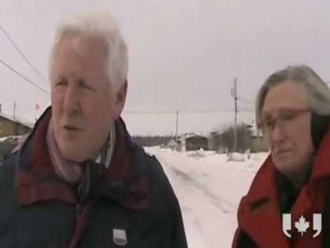 Bob Rae and Carolyn Bennett in Attawapiskat 111217