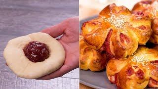 Стремительно повышают градус счастья! Сдобные ароматные булочки с малиновым джемом. | Appetitno.TV
